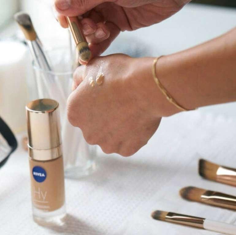 2x 30ml Nivea Professional Hyaluronsäure Make-Up - Anti Aging Foundation (50C Cold) für 19,99€