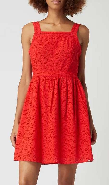 Superdry Blaire Broderie Kleid in rot oder schwarz für 42,49€inkl. Versand (statt 61€)