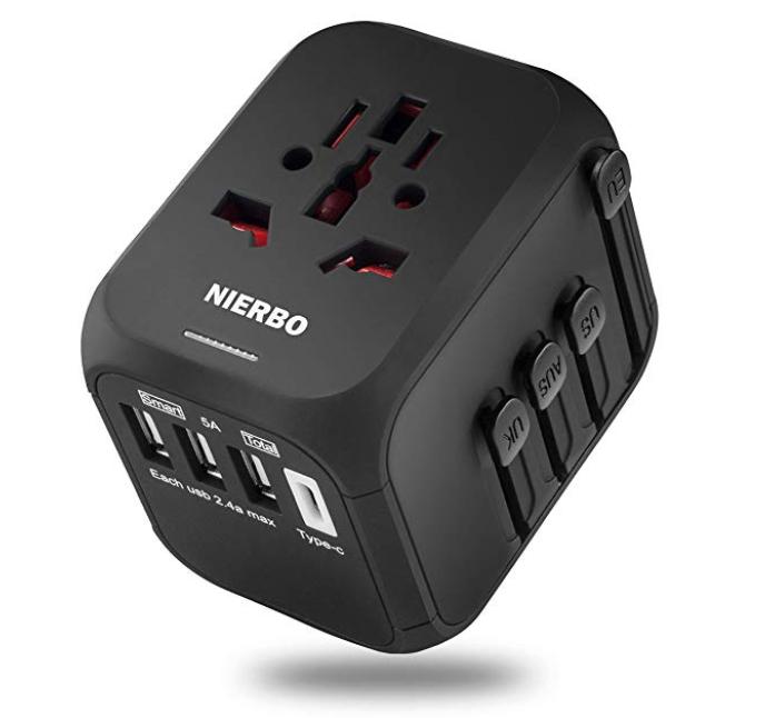 Universeller Nierbo Reiseadapter (3 USB-Ports + 1 Typ-C) Port für 10,49€ (Prime)