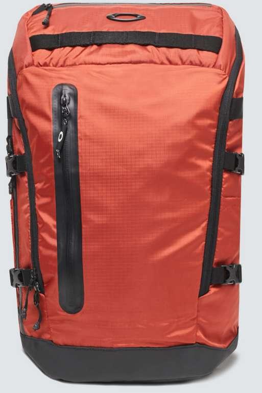 Oakley Outdoor Backpack in orange oder blau für 44€ inkl. Versand (statt 88€)
