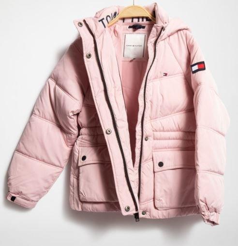 Tommy Hilfiger Winterjacke für Kinder in Rosa für 101,09€ inkl. Versand (statt 122€)