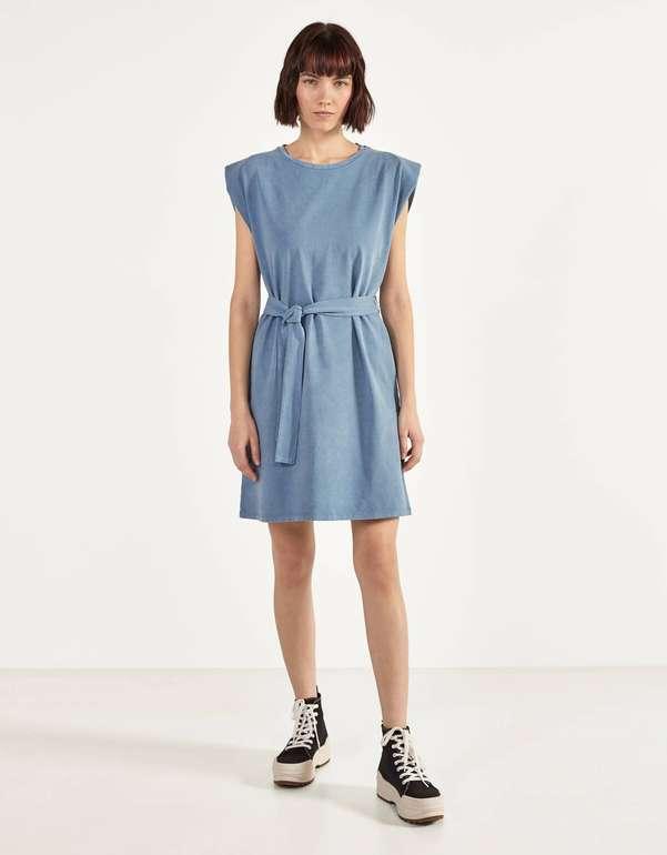 Bershka Sweatshirt-Kleid mit Schulterpolstern für 6,49€ zzgl. Versand (statt 13€)