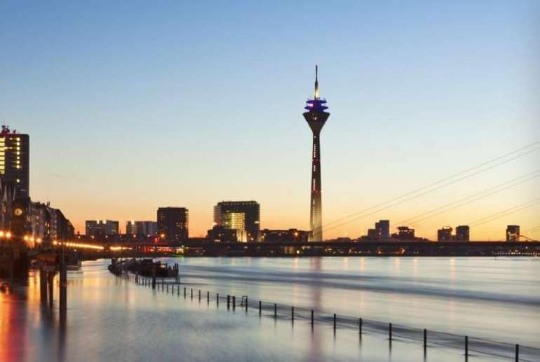 Düsseldorf: Nächtigen im Doppelzimmer für 2 Personen im 4* Burns Art Hotel für 50,00€