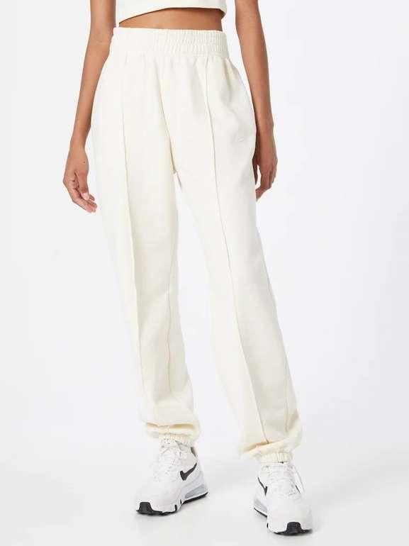 Nike Sportswear Damen Jogginghose in Beige für 26,53€ inkl. Versand (statt 38€)
