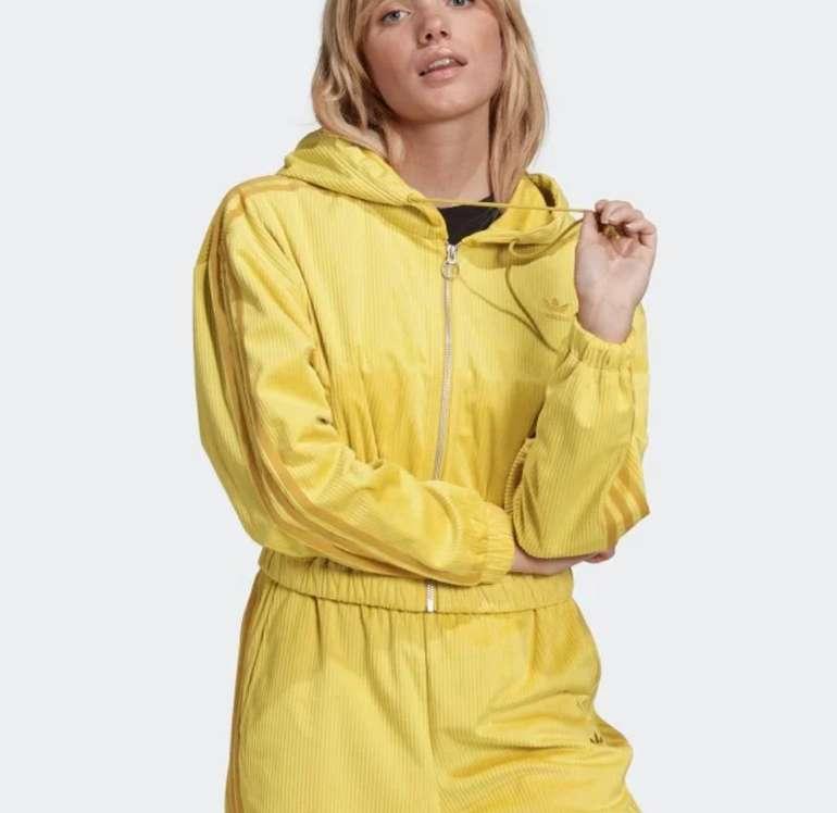 Adidas Damen Kapuzenjacke in Corn Yellow für 44,78€ inkl. Versand (statt 63€)