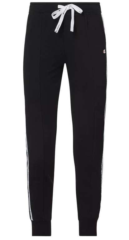 Champion Regular Fit Sweatpants mit Logo-Streifen für 22,49€ inkl. Versand (statt 40€)