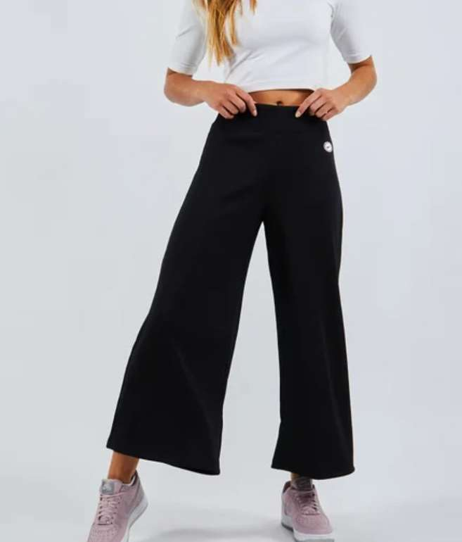 Nike Femme Rib Wideleg Damen Hose für 29,99€ inkl. Versand (statt 52€)