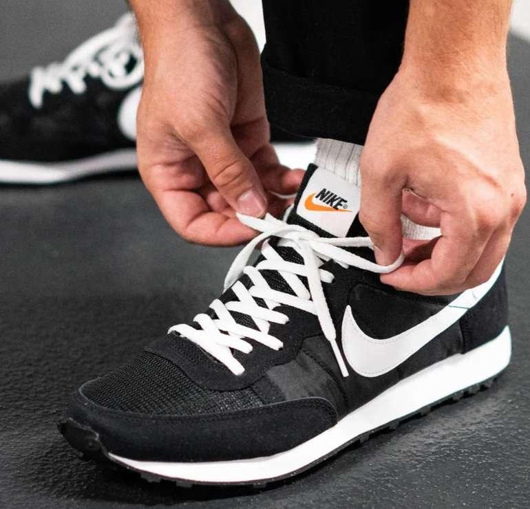 Sale bei 43einhalb + 20% Extra Rabatt + gratis Handtuch - z.B. Nike Challenger OG Sneaker für 46,40€ (statt 59€)
