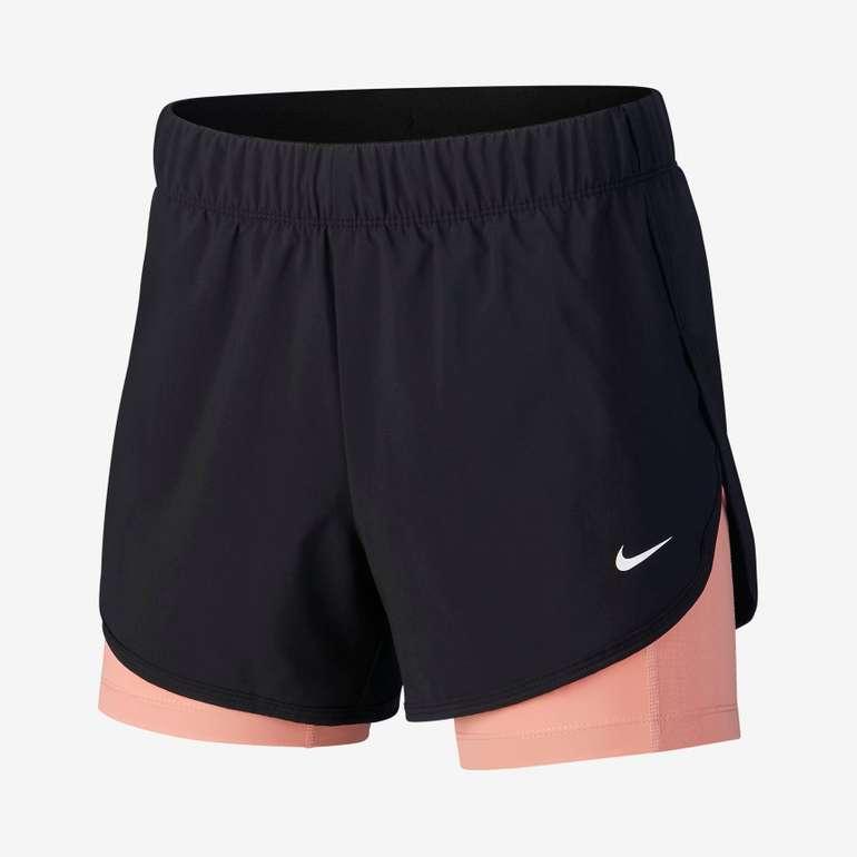 Knaller! Nike Sale mit bis -50% Rabatt + 25% Extra, z.B. Nike Flex Damen 2-in-1-Trainingsshorts für 18,35€ (statt 27€)