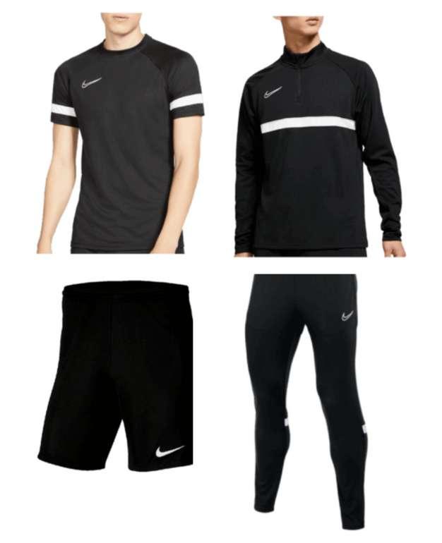 Nike Trainingsset Academy 21 (4-teilig) in verschiedenen Farben für 62,99€ inkl. Versand (statt 74€)