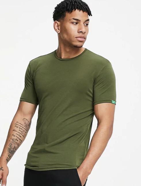 CK One – T-Shirt in Grün mit Rundhalsausschnitt für 16,10€ inkl. Versand (statt 26€) - M und L!