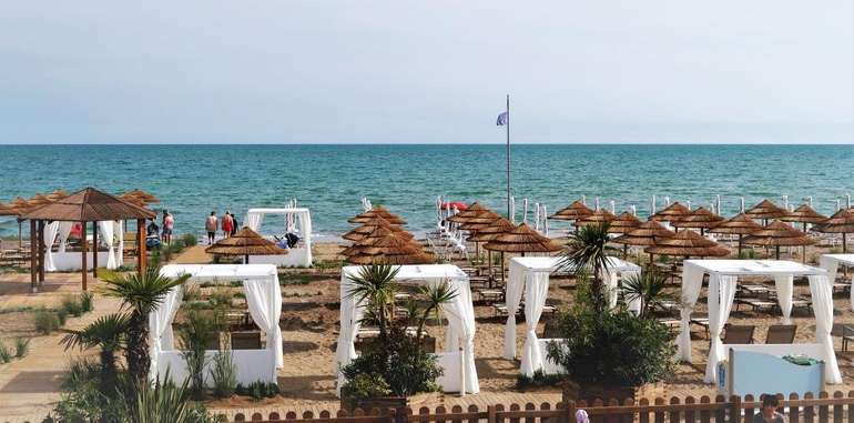Italien: Ab 3 Nächte im Bungalow im 4* Lino delle Fate Eco Village Resort Bibione inkl. Halbpension uvm. ab 249 €