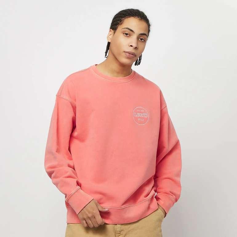 Levis Relaxed T2 Graphic Crew Sweatshirt in Coral für 30€ inkl. Versand (statt 45€)