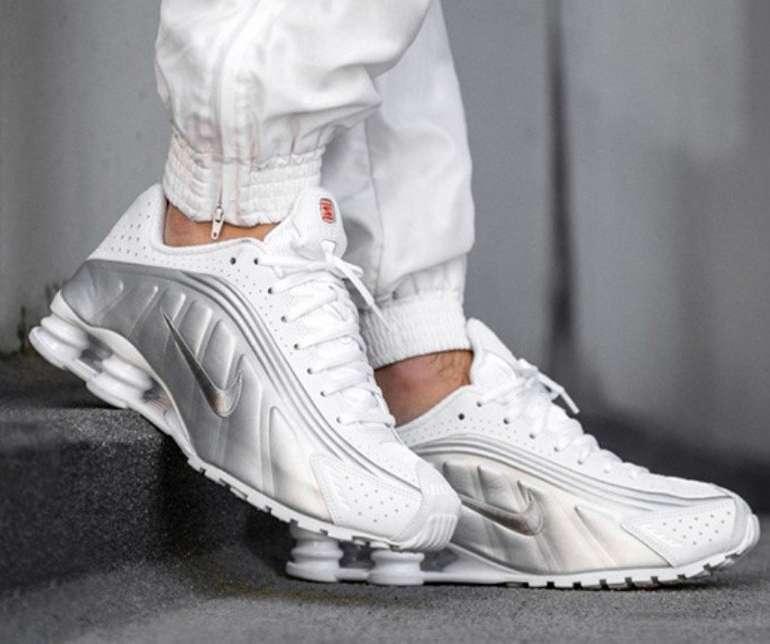Nike Shox R4 Sneaker für 79,99€ inkl. Versand (statt 96€)