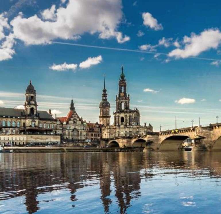 Dresden: 4* Amedia Hotel Elbpromenade - 2 Personen im Doppelzimmer + Frühstück, WLAN und Wasser nur 55€