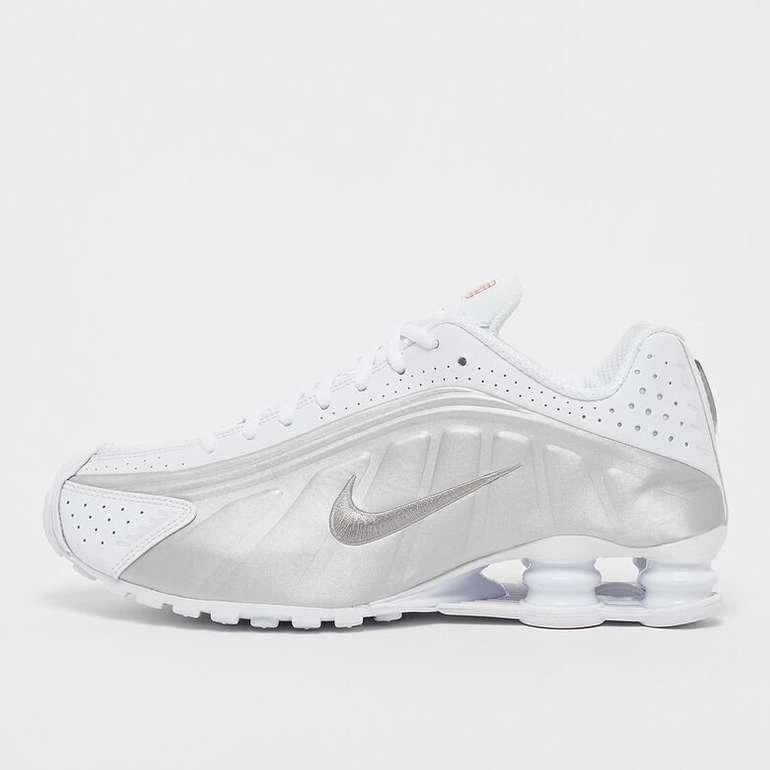 Nike Herren Shox R4 Sneaker in white/metallic silver/metallic silver für 70€ inkl. Versand (statt 94€)