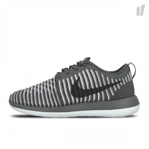 Nike Roshe Two Flyknit Damenschuh (in den Größen 36 bis 39) für 40€