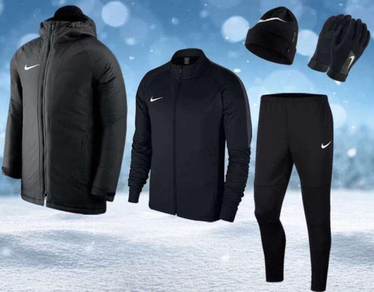 5-tlg. Nike Premium Winterset (Winterjacke, Trainingsanzug, Mütze, Handschuhe) für 99,95€ (statt 129€)