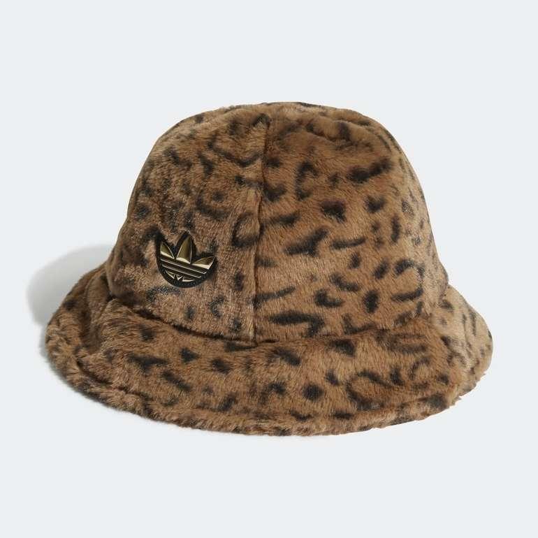 Adidas SPRT Faux Fur Printed Stoffhut für 21€ inkl. Versand (statt 32€) - Creators Club