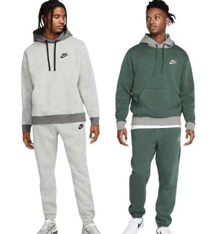Nike Trainingsanzug Sportswear Fleece (versch. Farben) für je 59,95€ inkl. Versand (statt 85€)