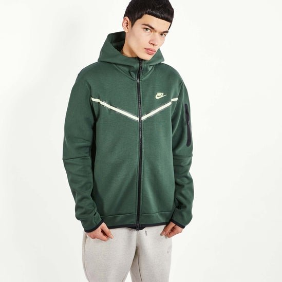 Nike Tech Fleece Full Zip für 89,99€ inkl. Versand (statt 109€)