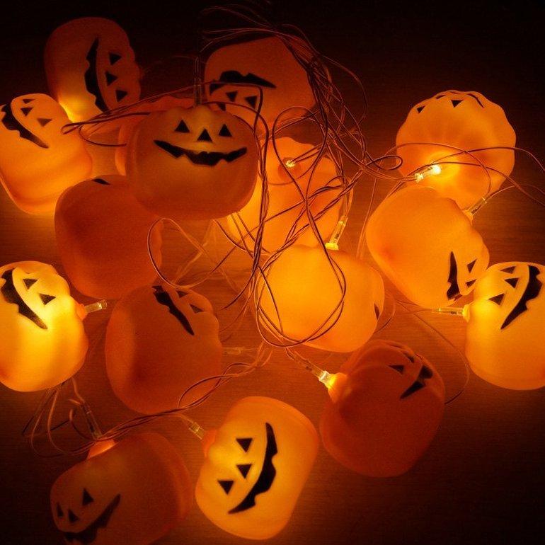 3 Halloweenartikel günstiger dank Gutscheinen z.B. Kürbislichterkette für 4,23€