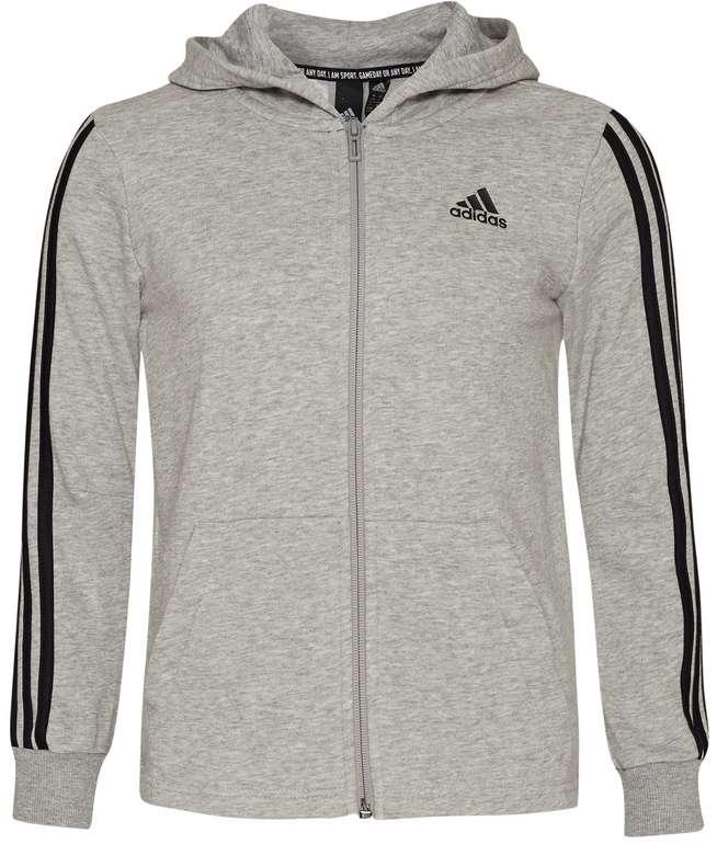 adidas Must Haves 3 Stripes Jungen Jacke in Grau für 31,94€inkl. Versand (statt 40€)