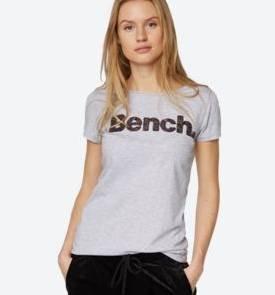 Bench: 30% Rabatt auf ausgewählte Tops & Shirts + VSKfrei ab 50€ Bestellwert