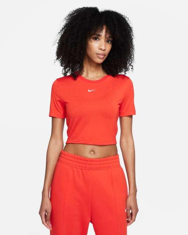 Nike Sportswear Essential Crop Top für 18,74€ inkl. Versand (statt 25€) - Nike Member!