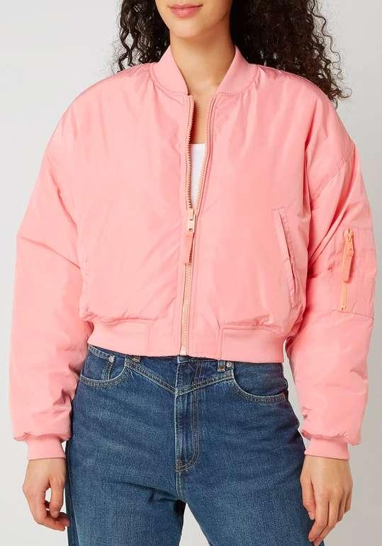 Pepe Jeans x Dua Lipa Bomber mit Stickerei in rosa für 59,49€ inkl. Versand (statt 95€)