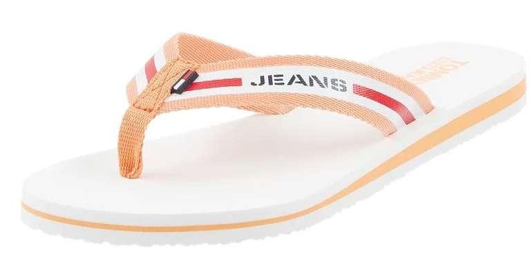 Tommy Jeans Zehentrenner mit Logo-Streifen für 26,24€ inkl. Versand (statt 35€)