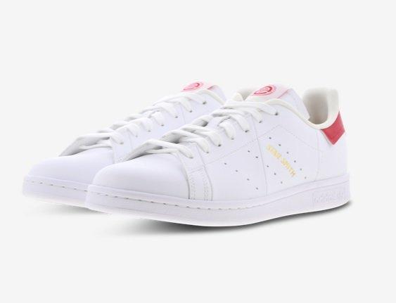 Adidas Stan Smith Herren Sneaker in Weiß/Rot für 79,99€ inkl. Versand (statt 100€)