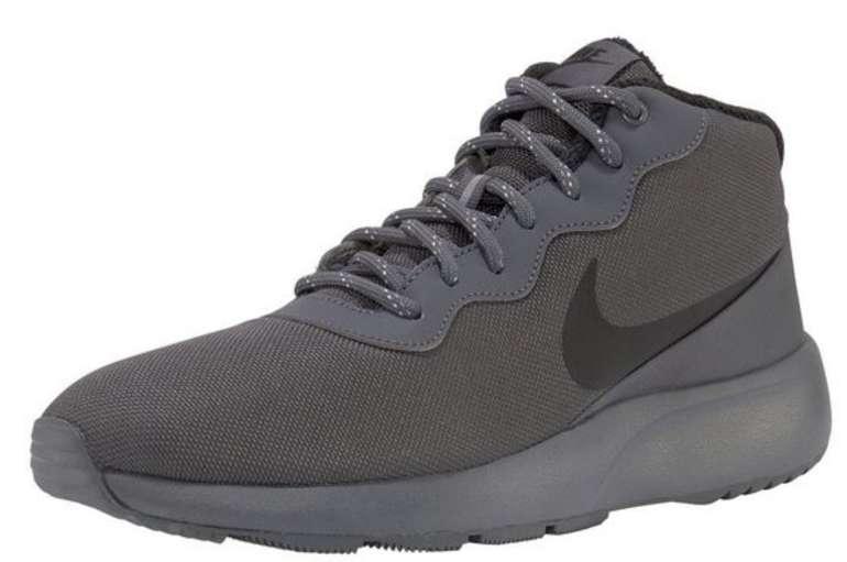 Nike Mid Cut Tanjun Chukka Sneaker für 51,90€ inkl. Versand (statt 67€)