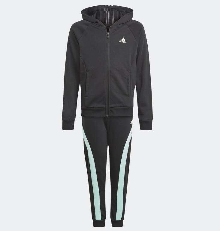 Adidas Bold Hooded Mädchen Trainingsanzug für 31,85€ inkl. Versand (statt 39€)