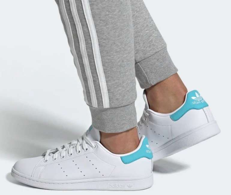 Adidas Stan Smith Herren Sneaker in cloud white / blue glow für 62,97€ inkl. Versand (statt 77€)