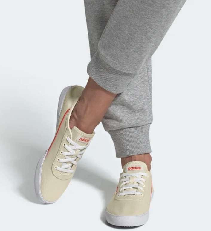 adidas Courtflash X Damenschuhe in Weiß/Orange für 29,72€ inkl. Versand (statt 37€)