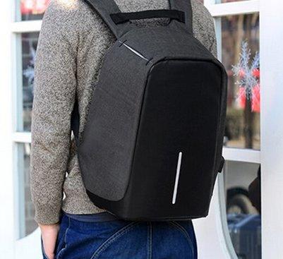 Anti-Diebstahl Laptop-Rucksack mit USB-Ladeport für 11,18€ inkl. Versand