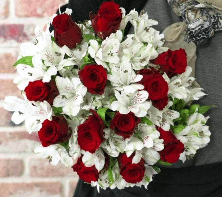 """Rosenarrangement """"Only For You"""" (rote Rosen und Inkalilien) für 24,98€ inkl. Versand"""