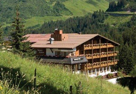 Bregenzerwald: 4* Berghotel Madlener 2-7 Nächte inkl. HP & Gästecard ab 99€ p.P.