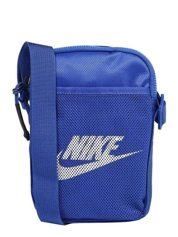 Nike Sportswear Umhängetasche Heritage für 14,15€ inkl. Versand (statt 22€)