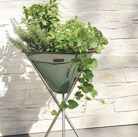 Tripott Pflanzenbehälter mit Edelstahlgestell für 30,94€ inkl. VSK