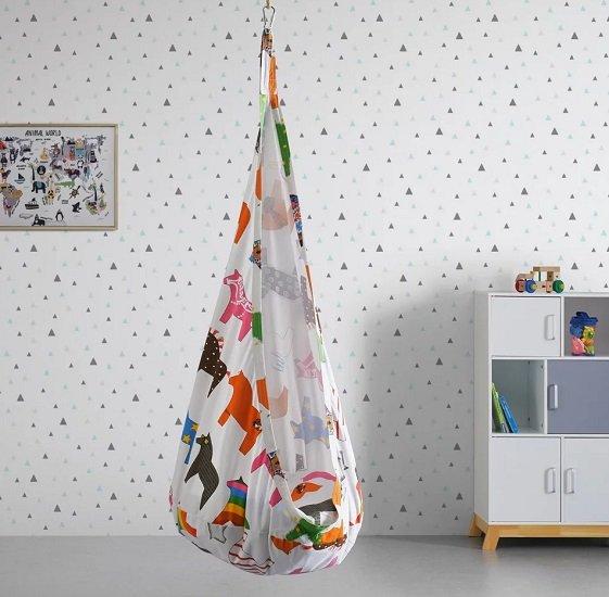 Bessagi Kids Hängesessel Pooh in multicolor inkl. Kissen & Aufhängung für 19,88€ inkl. Versand (statt 36€)