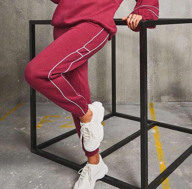 Boohoo Fashion Sale mit 40% Rabatt auf (fast) Alles - z.B. Jogginghosen mit Paspelierung für 21,60€ (statt 40€)