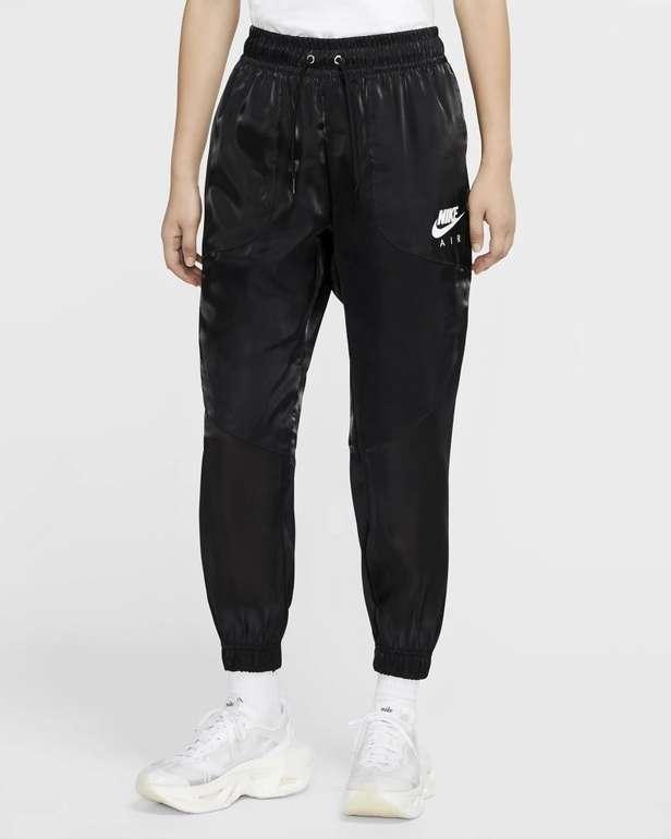 Nike Air glänzende Damen Hose für 36,10€ inkl. Versand (statt 65€) - Nike Membership!