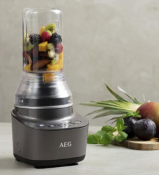 AEG Standmixer Blender Smoothie Maker aus Edelstahl mit 900 Watt für 49,99€inkl. Versand (statt 86€)