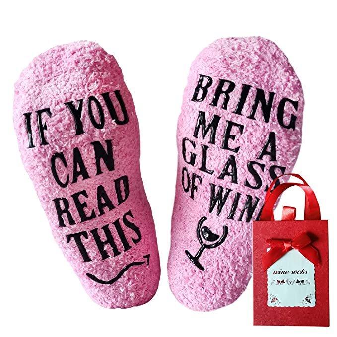 Youcusone - lustige Damen Wein Socken in Geschenkverpackung (4 Farben) für je 5,99€ inkl. VSK