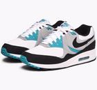 Caliroots mit 30% Rabatt auf alles - z.B. Nike Air Max Light Sneaker für 98€