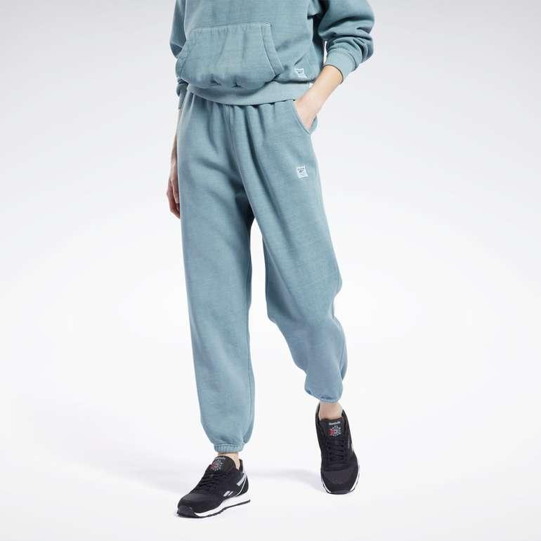 Reebok Classics Natural Dye Fleece Pants in verschiedenen Farben für je 45,50€ inkl. Versand (statt 65€)