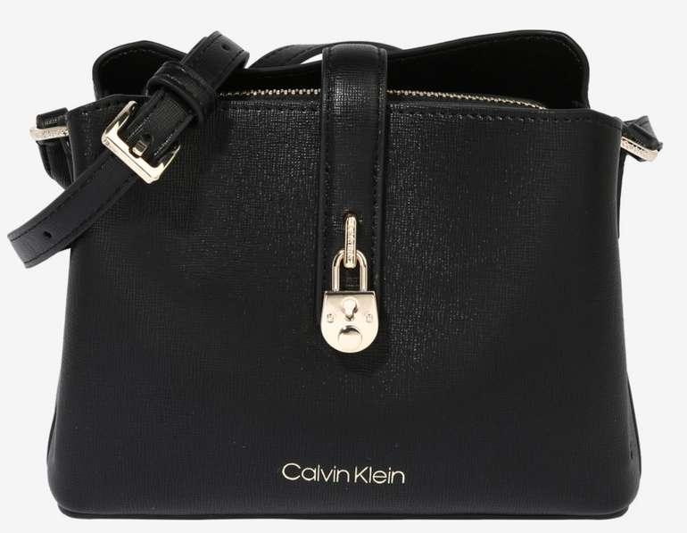 Calvin Klein Umhängetasche in Schwarz/Gold für 80,67€ inkl. Versand (statt 99€)