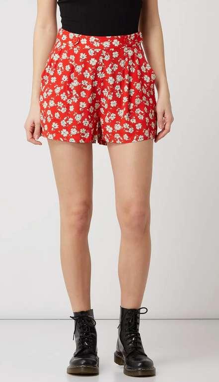 Pepe Jeans Shorts aus Viskose mit floralem Muster in Rot für 24,99€ inkl. Versand (statt 38€)